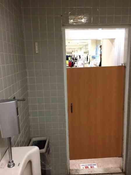 ダイエーのトイレ、売り場から中が丸見えで酷すぎると話題に…