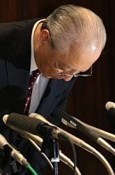 朝日新聞:「慰安婦」「吉田調書」…社長、誤報認め謝罪 - 毎日新聞
