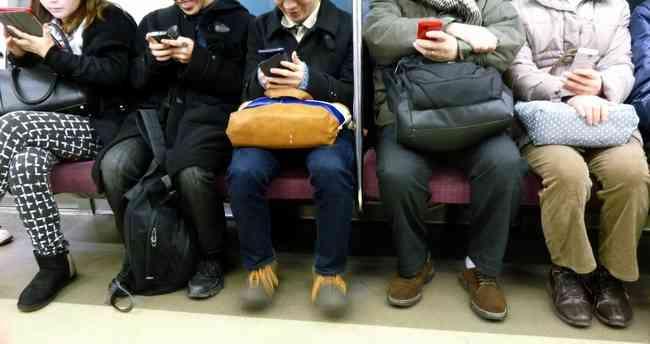 「ぐったりして電車に乗っても誰も席を譲ってくれない。これがマタニティマークの現状」とある妊婦さんのツイートが話題に