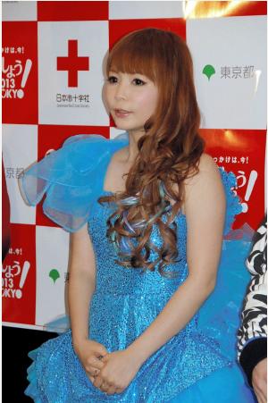 『献血しよう!2013 in TOKYO クリスマススペシャルイベント』に中川翔子が出演→空席多い会場に「びっくり」