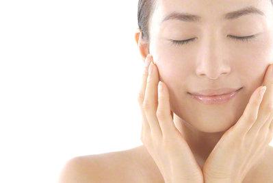 女性の肌はツルツルスベスベであるべきか