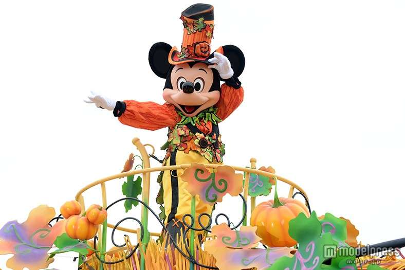 「アナと雪の女王」エルサ&アナがランドに溢れる ディズニーハロウィーン、仮装ゲストが集結