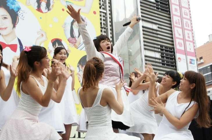 HKT48のシングル発売記念イベントにメンバー誰一人来ず…森三中・黒沢かずことKABA.ちゃんが平謝り