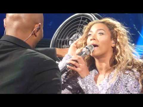 Beyonce Hair Caught in Fan Montreal - YouTube