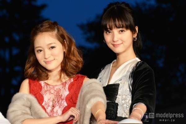 AKB48柏木由紀 大胆胸元キャバ嬢ドレスで悩殺 佐々木希も応援に駆け付ける「男ならお嫁さんにしたいくらい」
