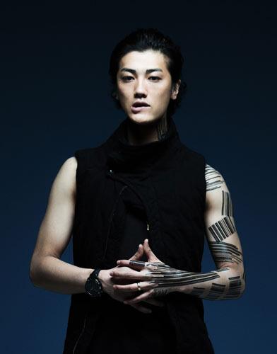 赤西仁が初の中国ライブ、熱狂ファンがホテルまで猛追 警備員ともみ合いも   ミュージックヴォイス(MusicVoice)