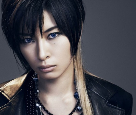 乃木坂46生駒里奈、中川翔子が絶賛する男装モデルAKIRAとは?