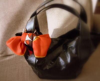 スカーフでバッグを可愛くする方法 | nanapi [ナナピ]