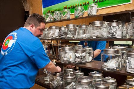 米コロラド州、大麻の密輸密売の取り締まりが追いつかないため販売を解禁