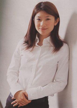 """篠原涼子(41歳)、トリンプCMで""""極上の谷間""""を再び披露"""