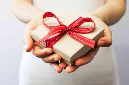 友達以上恋人未満の関係のプレゼントは?