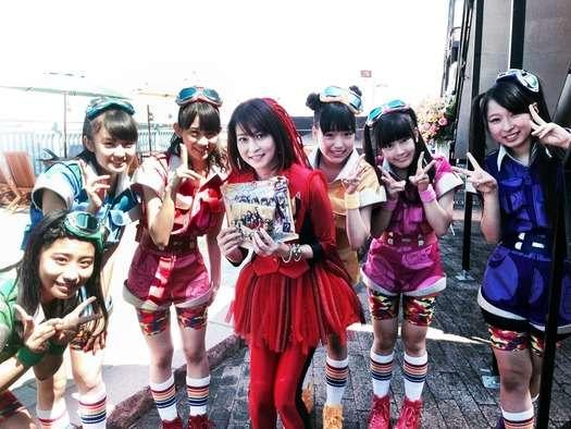 【画像あり】森高千里(45)が10代の女の子たちと並んだ結果wwwwwwwww : ニコニコVIP2ch
