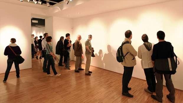 【!?】ニューヨークで「透明のアート」が展示され大盛況。「見えない作品」を購入するコレクターも