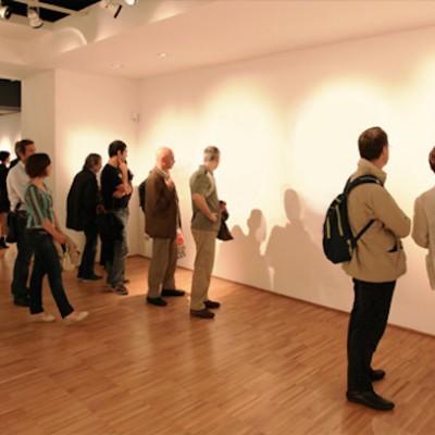 ニューヨーク在住の27歳アーティスト、「透明のアート」を展示し大盛況 | gori.me(ゴリミー)