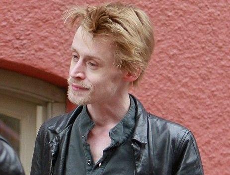 ダニエル・ラドクリフ、オランダで大麻吸引、顔面蒼白、ネットユーザーは皮肉る