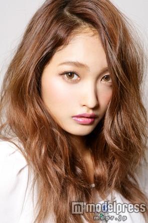"""雑誌「JELLY」専属モデル・安井レイが""""未婚の母""""に…妊娠公表も「結婚という形はとらない」"""