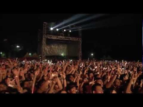 L'Arc~en~Ciel - MY HEART DRAWS A DREAM [WORLD TOUR 2012] in JAKARTA - YouTube