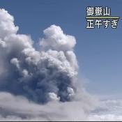 御嶽山大噴火!登山中の人が撮影。噴火直後直前の写真多数掲載! - NAVER まとめ