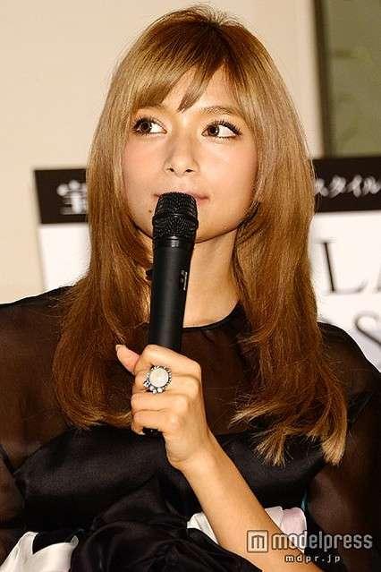 女優・石原真理がブログでローラに「犯罪家族のくせに」と罵倒 - ライブドアニュース