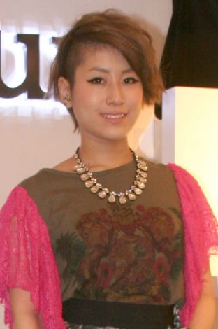 IMALUがファッションブランド『Mimalux』とコラボ!自身デザインのバッグを披露