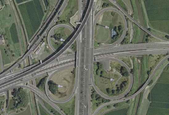 新しい道路標識が登場!出合い頭の事故防止…ぐるぐる回る交差点「ラウンドアバウト」