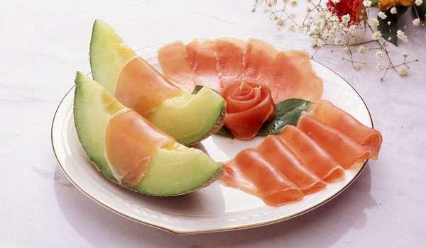 「酢豚にパイナップル」「ポテトサラダのリンゴ」…料理の中のフルーツは許せる?
