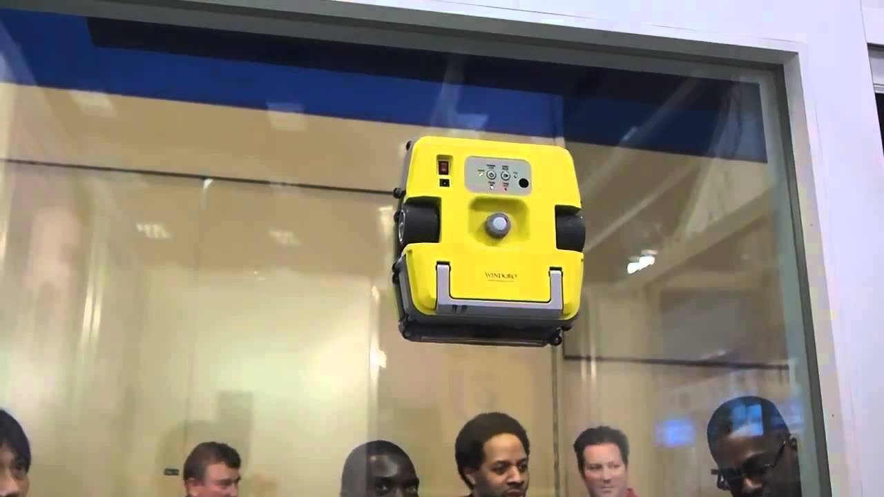 窓ふきロボット ウィンドロウ WINDORO  ルンバの窓ふき版! - YouTube