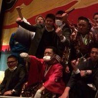【衝撃】東京都・世田谷区の成人式に暴走族が乗り込む→壇上に上がって大暴れ - NAVER まとめ