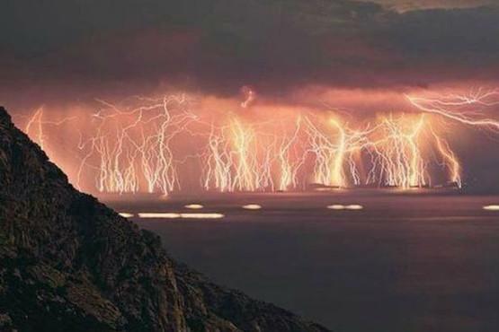 【画像】イギリスを襲った想像を絶する雷雨がスゴすぎる