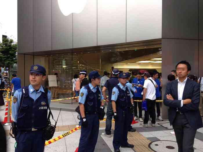 【悲報】AppleStore心斎橋店にも中国人テンバイヤー現れ暴れる→警察沙汰にwwwwwwww:ハムスター速報