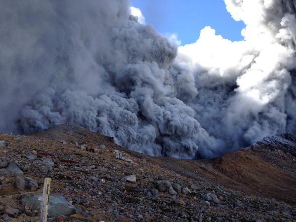 御嶽山が噴火 山頂付近でけが人が複数出ている模様