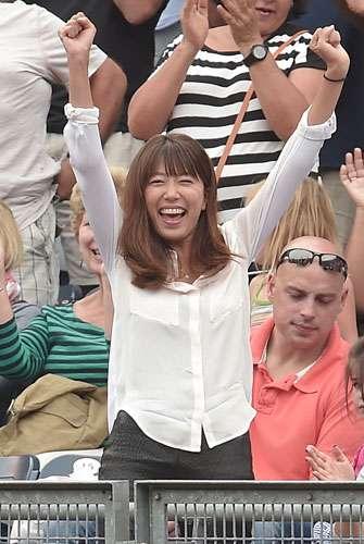 里田まい マー君復活白星にガッツポーズ - 芸能ニュース : nikkansports.com