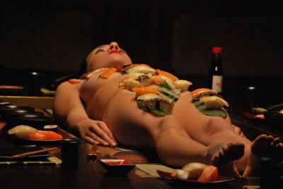 『SUSHI GIRL』日本版ポスター解禁!! これが日本の文化!? 議論を巻き起こす「女体盛り」に迫る!! «  TimeWarp – 海外エンタメ専門サイト -