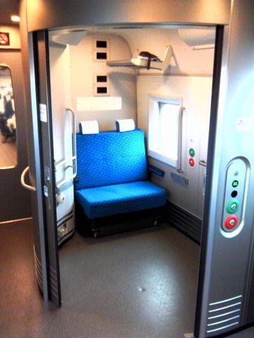"""日本にも欲しい?中国で公共バスに""""授乳専用シート""""、カーテンで仕切ったスペースをテスト運用"""