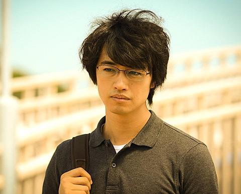 斎藤工、高校時代の10歳年上恋人との恋愛を赤裸々告白「刺激的で依存していた」