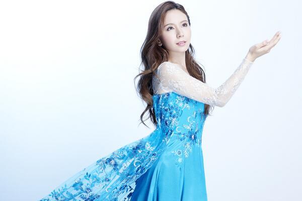 May J. 福島の仮設住宅でアナ雪劇中歌「Let It Go」を熱唱