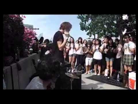 【伊東歌詞太郎生】イトヲカシ生放送~シンガポール路上ライブ~ - YouTube