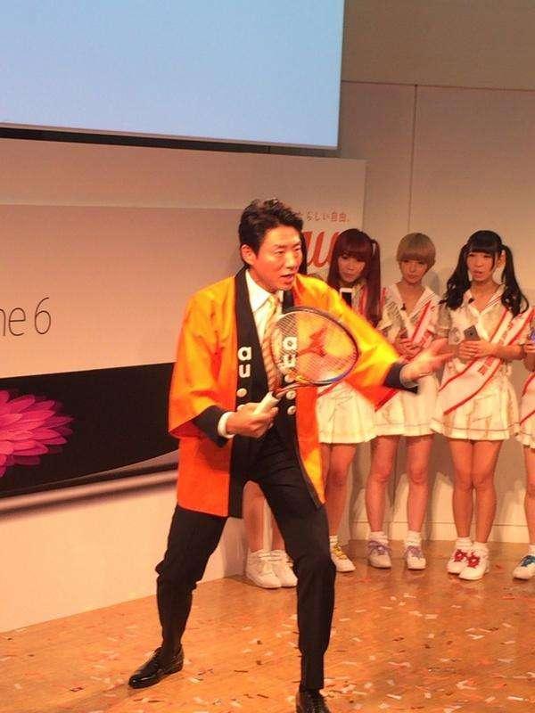 松岡修造さん、iPhone発表会で回線の速さをアピールするはずが錦織選手のフォームの解説を開始www