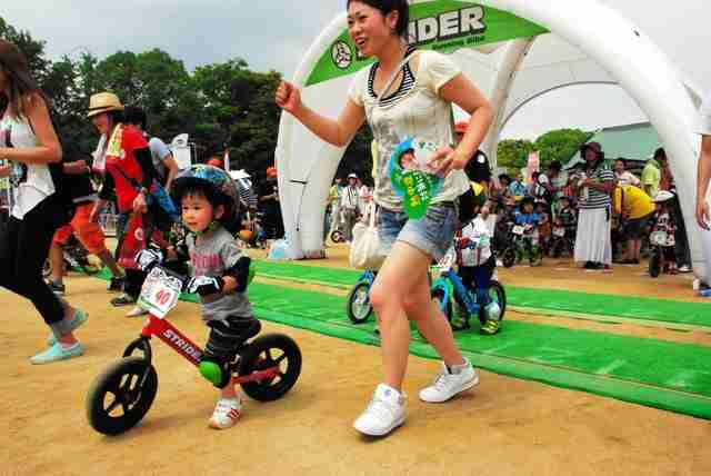 「止まらない」人気と危険性 幼児向けペダルなし二輪:朝日新聞デジタル