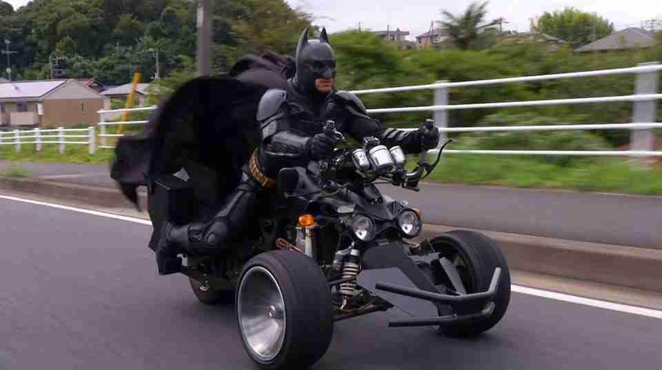 警察から出頭命令?千葉のバットマン「チバットマン」ついに取調室へ…!独占インタビュー | ガール