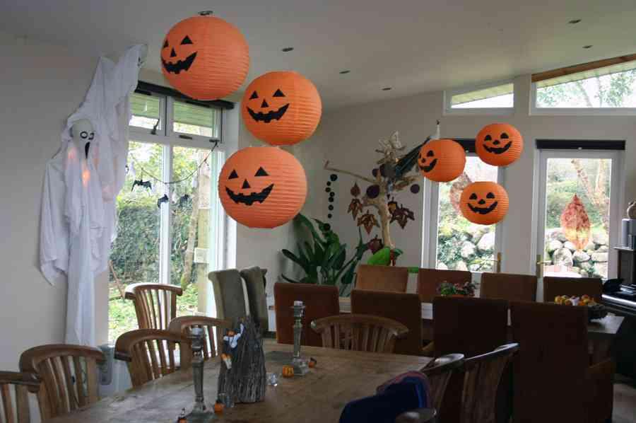 Как оформить комнату на хэллоуин своими руками 74