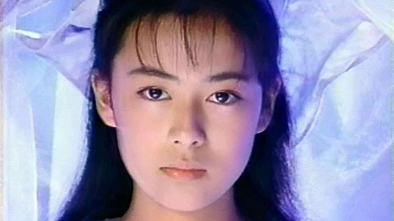 """後藤久美子、""""大人の背中""""セクシーに披露"""