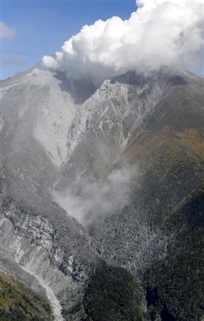 御嶽山噴火 約2週間前に地震増加も警戒レベル1 気象庁「情報利用のあり方考えたい」 (産経新聞) - Yahoo!ニュース