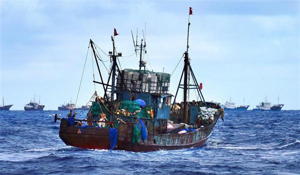 小笠原に押し寄せる中国船、「宝石サンゴ」密漁か 「守るすべない」「島民は不安」(1/3ページ) - 産経ニュース