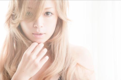 浜崎あゆみのすっぴん企画を陰で支えた加藤康子の「ゆる圧 めぐる美ダイエット」を『Numero TOKYO』最新号で初公開