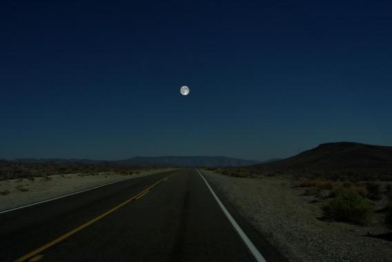 太陽系の惑星が月と同じ位置にあったら地球からどうみえるか?を視覚化した映像