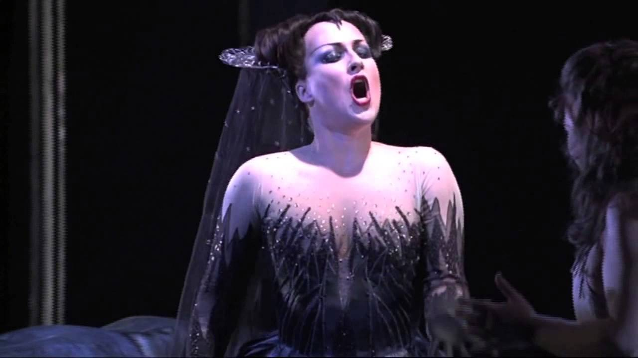 Diana Damrau - Queen of the Night (The Magic Flute) - YouTube
