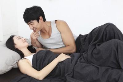 寝起きでする「おはようのキス」は好き? 約3人に2人の女子の本音は…… | 「マイナビウーマン」