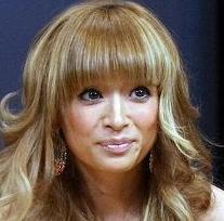 浜崎あゆみがソロ歌手史上初の快挙、シングルが通算50作目のトップ10入り