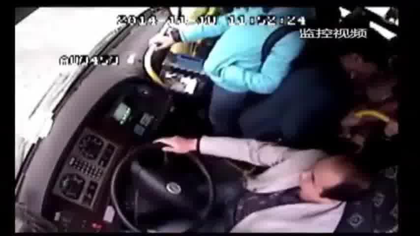 LiveLeak.com - Bus Driver Steals Passenger's Smartphone